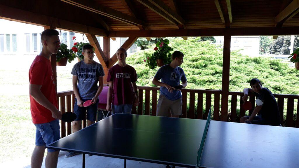 Príprava na súťaž v altánku školy