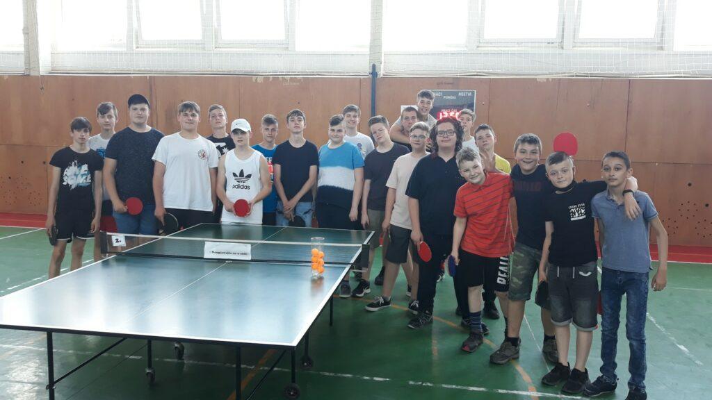 Účastníci súťaže v stolnom tenise 2021